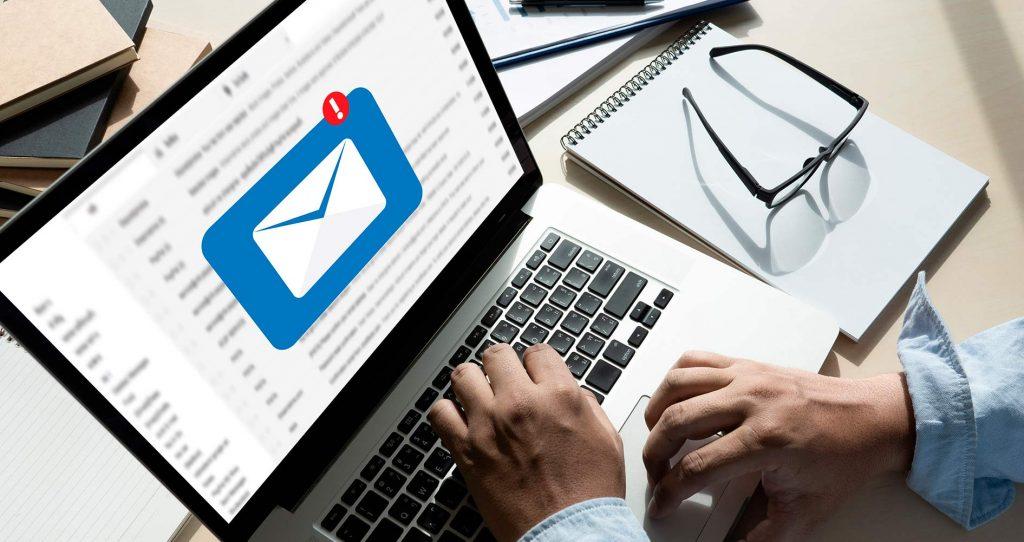 Usuario buscando empresas de e-mailing