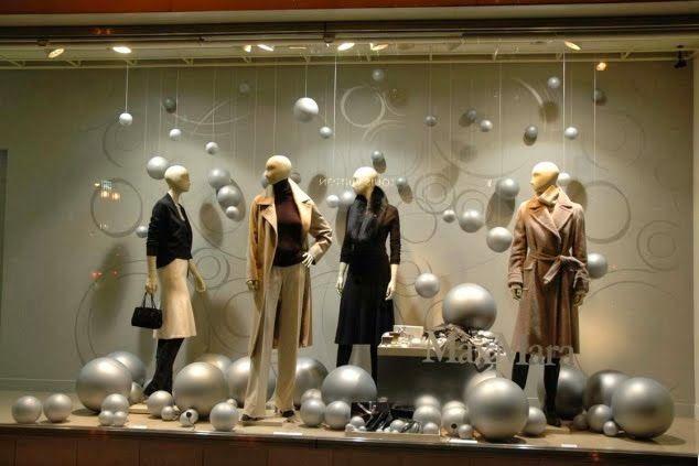 Tienda de ropa aplica las técnicas de los servicios de merchandising