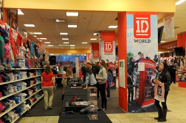 merchandising de One Direction en tienda