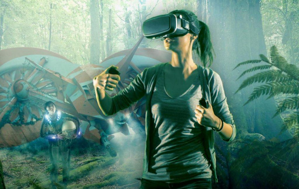 mujer prueba la realidad virtual ejemplos