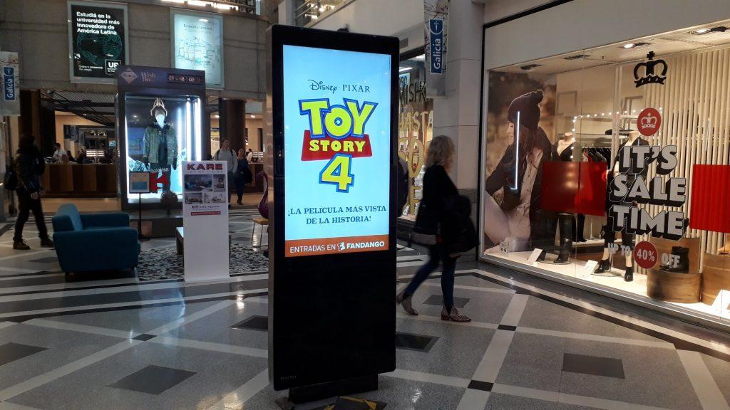 Publicidad interior en centro comercial