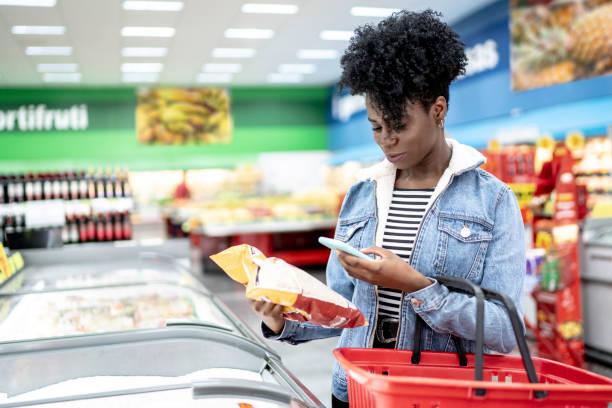 Persona comprando productos
